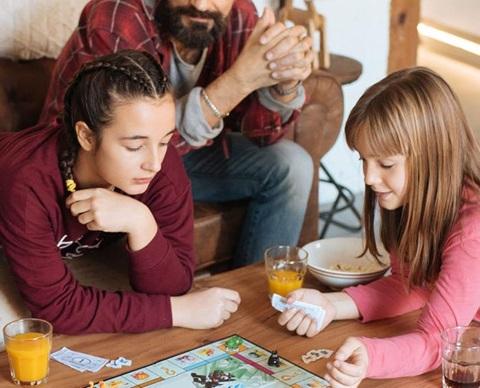 Familie som spiller news