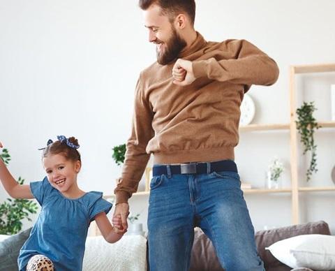 Dansende familie 1920x580