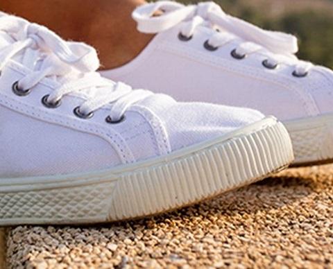 Vedlikehold-Hvite-sneakers-1920x580riktig