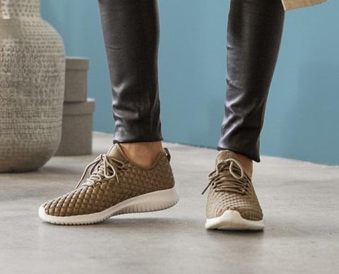 trendy_sneakers_1920x1440
