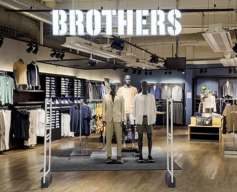 Brothers-WIDE_light